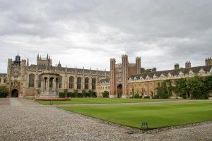 Universidad de Cambrige, U.K.