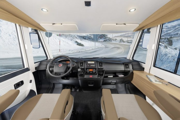 dethleffs-advantage-i-7051-interior-2