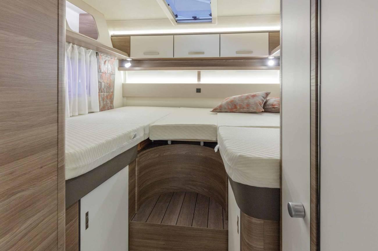Renovado modelo perfilado familiar con cama de techo for Cama familiar